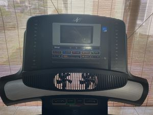 Nordictrack elite 5750 treadmill console display-for parts only for Sale in Los Angeles, CA
