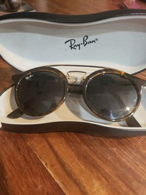 Ray Ban sunglasses with case for Sale in Duluth, GA