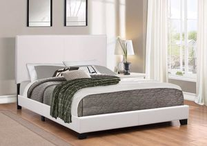 MODERN WHITE BED for Sale in Hialeah, FL
