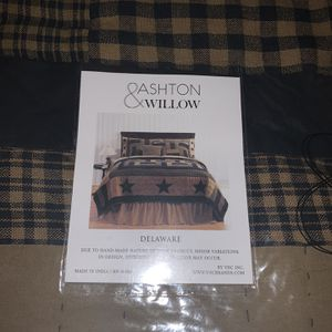Ashton & Willow Delaware Twin Quilt for Sale in Enfield, CT