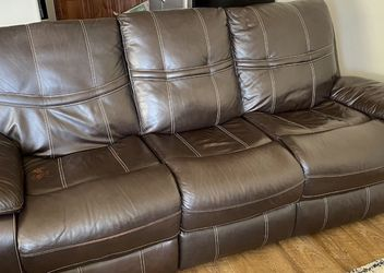 Leather Couch (Free Delivery) for Sale in Vancouver,  WA
