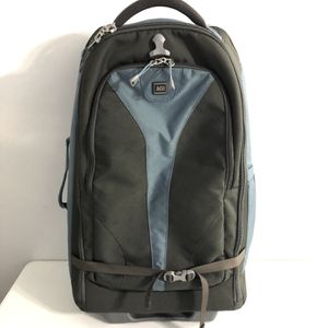 REI Wheeled Convertible Luggage/Backpack for Sale in Duluth, GA