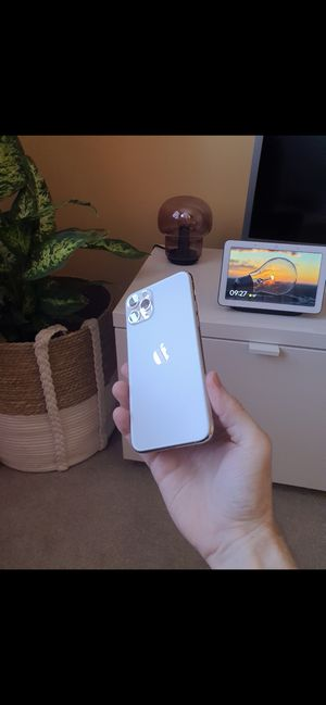 iPhone 11 Pro Max Gold 64GB for Sale in Kansas City, MO