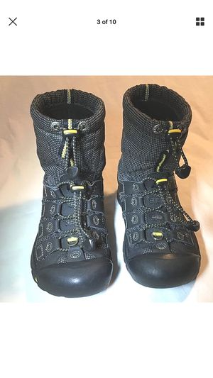 Keen Boys Black Snow Boots Size 3 for Sale in Atlanta, GA