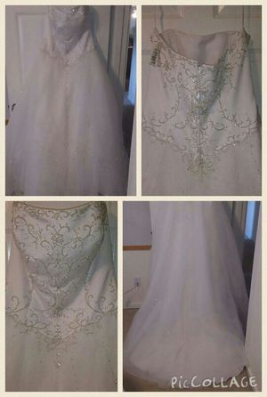 Beautiful Wedding Dress (new lower price!!) for Sale in Lake Stevens, WA