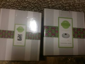 Scentsy base and wax warmer frame for Sale in Las Vegas, NV
