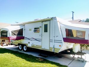 2003 Dutchman by Thor hybrid toy hauler one owner 22 ft excellent condition everything works fully loaded AC and awning self contained must see for Sale in Ontario, CA