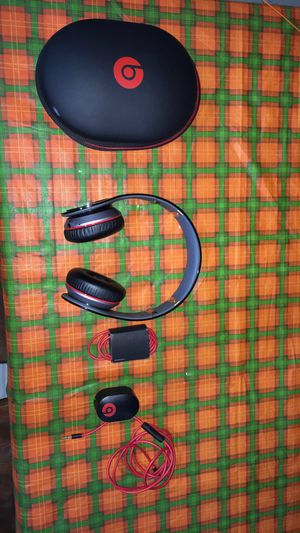 Bluetooth beats by Dre headphones for Sale in Chicago, IL