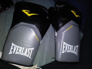 Boxing gloves new for Sale in Detroit, MI
