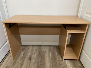 Free computer desk for Sale in Clackamas, OR