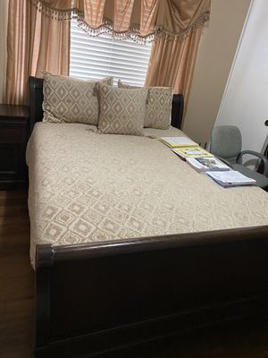Queen size bedroom set for Sale in Irvine, CA