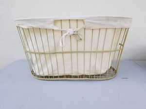 Wire basket with linen liner. for Sale in Las Vegas, NV