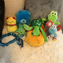 Set Of 8 Stuffed Animals for Sale in Oregon City,  OR