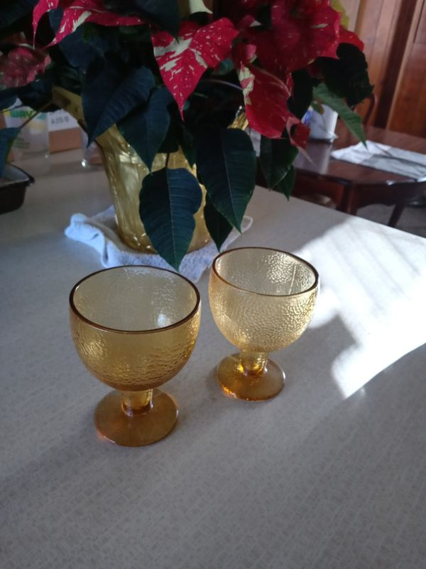 Set up to Gold glass wine glasses