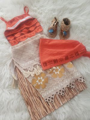 Moana costume size 4 and shoes size 6/7 for Sale in Hawthorne, CA
