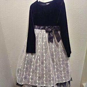 Black Velvet n White Lace Dress-$5 for Sale in Glendale, AZ