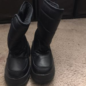 $20 KIDS SNOW BOOTS SIZE (11) for Sale in North Tustin, CA