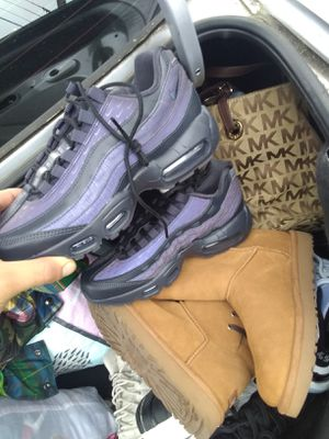NIKE AIR MAX Sz 7 UGGs too Sz 7 for Sale in San Francisco, CA