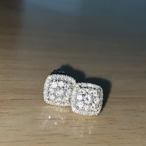 White Gold Diamond stud Earrings for Sale in Los Angeles, CA