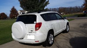 Great Shape. 2O07 Toyota RAV4 4WDWheels for Sale in Peoria, IL