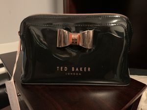 Ted Baker Makeup Bag for Sale in Palmdale, CA