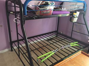 Bunk bed full at bottom for Sale in Murfreesboro, TN