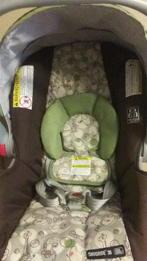 New Graco Snugride 30 Click Connect Car Seat In Great Condition for Sale in Orlando, FL