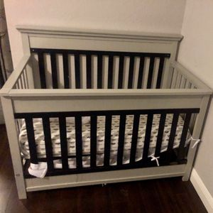 Crib and Changing Table for Sale in Hollywood, FL