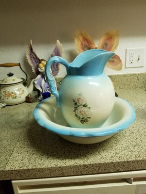 Vase and water bowl for Sale in San Angelo, TX