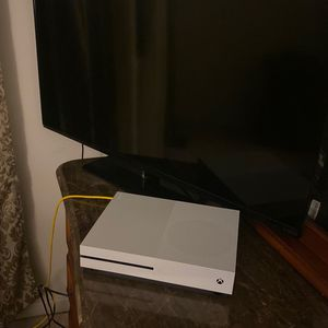 46inch Vizio Tv And Xbox 1s for Sale in Sterling Heights, MI
