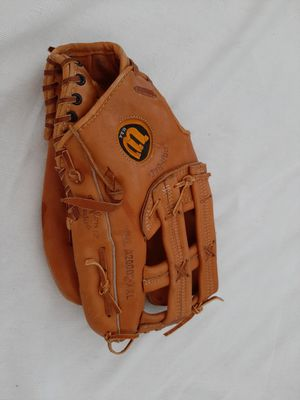 Wilson softball mit Baseball Mitt A2000 leather Glove for Sale in Portland, OR