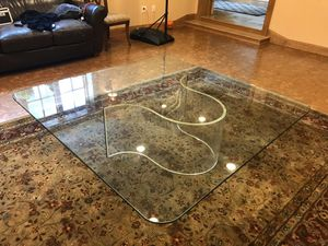 BEAUTIFUL CONTEMPORARY GLASS COFFEE TABLE (delivery included) for Sale in Queens, NY