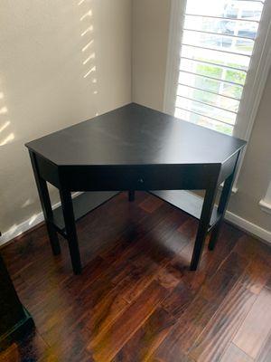 Anka corner desk for Sale in Houston, TX