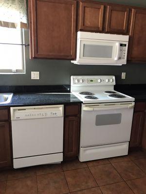 White Appliance kitchen set for Sale in Glendale, AZ