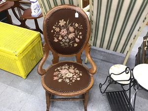 Antique chair for Sale in Fort Washington, MD