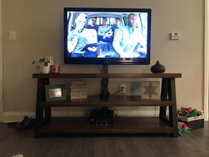 42 inch Olevia tv and tv stand for Sale in Columbus, OH