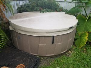 Hot tub 5 seater. 110v (indoor or out) for Sale in Margate, FL