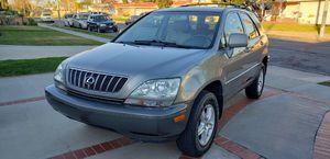 2001 Lexus rx 300 título limpio título en mano pintura original limpia por dentro limpia por fuera le trabaja muy bien el aire frío smog.listo llanta for Sale in Anaheim, CA