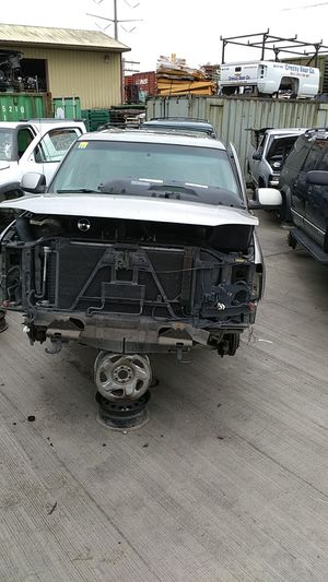 Parting out 2001 GMC Yukon for Sale in Kent, WA