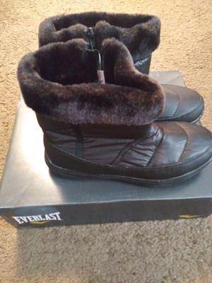 Womens everlast snow boots sz 5 shipping only no pickup for Sale in Umatilla, FL