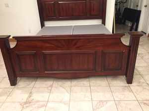 King bed frame for Sale in Hacienda Heights, CA
