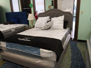 Queen bed frame for Sale in Everett, WA
