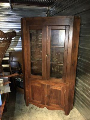 Antique corner cabinet for Sale in Altamonte Springs, FL
