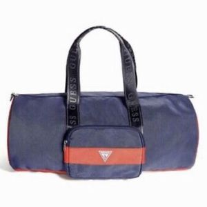 Guess Duffle Bag / Travel Bag / Gym Bag for Sale in Puyallup, WA