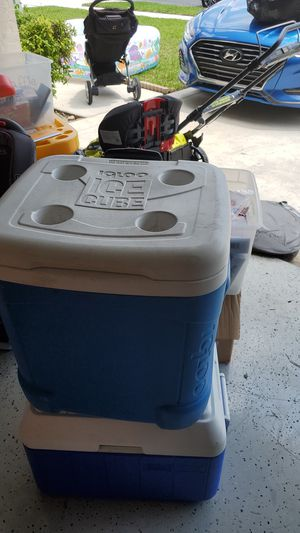 Cooler on wheels for Sale in Lake Worth, FL