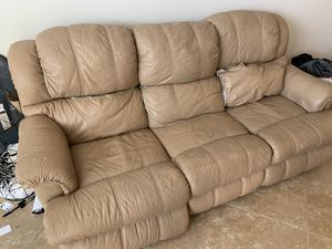 Free recliner couch for Sale in San Diego, CA