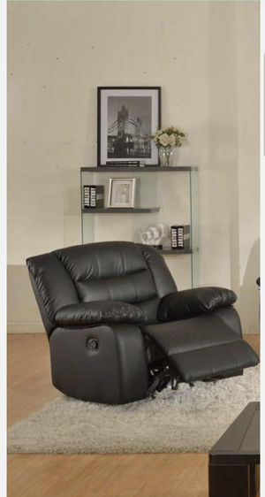 Nice recliner chair for Sale in Auburn, WA