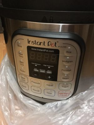 Brand new Instant Pot Duo80 8 qt Pressure Cooker for Sale in Pasadena, CA
