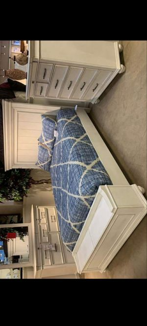 Kanwyn Whitewash Panel Storage Bedroom Set (Queen and King Bed Frame for Sale in Rosenberg, TX