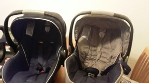 2 infant car Seat britax with base for Sale in Joliet, IL